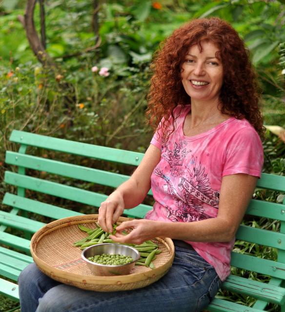 janes delicious garden grow your own tips techniques - Delicious Garden